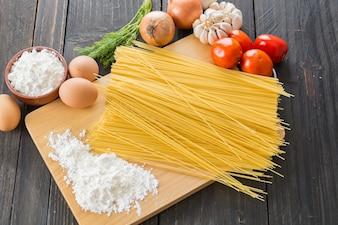 Spaghetti aux pates secs avec ingrédient