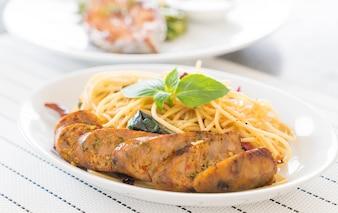 Spaghetti aux saucisses grillées
