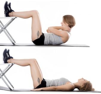 Sportswoman faire des sit-ups