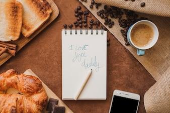 Surface avec petit déjeuner et message pour la fête des pères