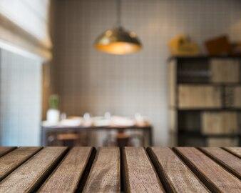 Surface en bois donnant sur la bibliothèque