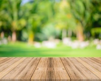 Table avec un fond flou
