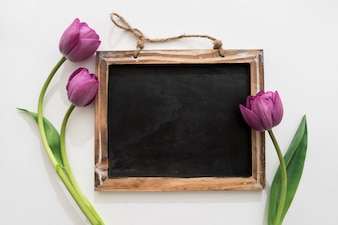 Tableau noir avec des roses