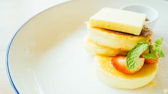 Tarte au dessert doux au beurre et à la fraise