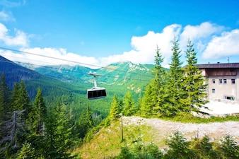 Téléphérique en montagne.