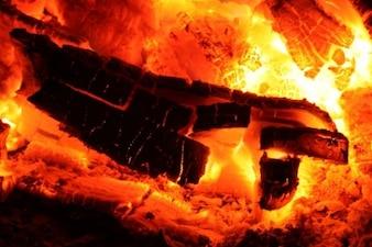 Un feu de braises incandescentes