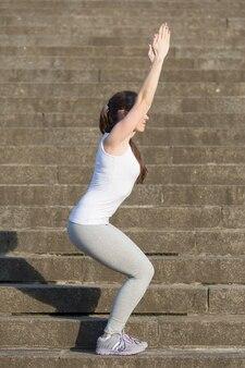 Utkatasana pose l'exercice