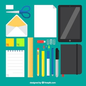 Variété de fournitures de bureau