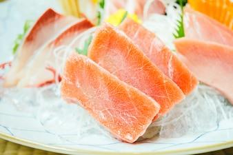 Viande de poisson sashimi brut et frais