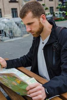 Voyager, lire, carte, table