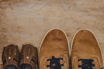Vue de dessus de la composition du jour du père avec des chaussures