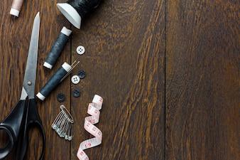 Vue de dessus fait sur des objets sur un fond en bois avec un espace de copie.