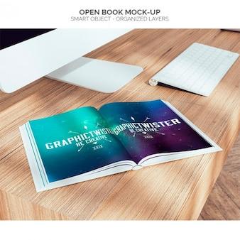 Abra o livro mock-up