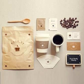Artigos de papelaria café mock up