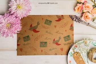 Conjunto de casamento de papelão com etiquetas no prato