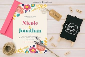 Diseño de mock up con invitación de boda, insignia y adornos