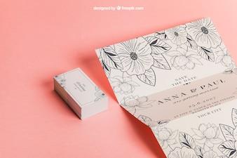 Invitación y tarjetas florales para boda