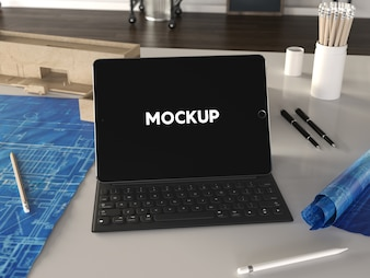 Ipad com teclado no desktop mock up design