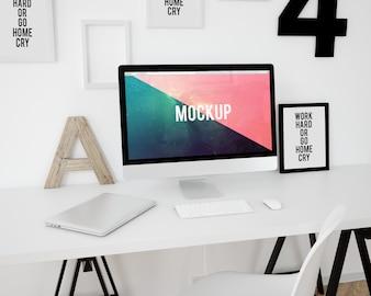 Mock up de ordenador sobre escritorio blanco