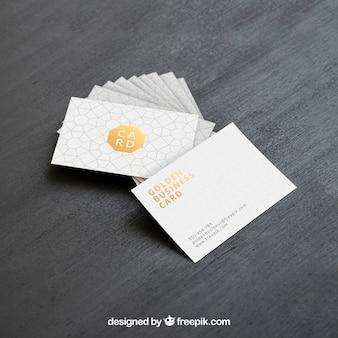 Mock up de tarjetas de visita doradas