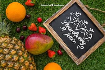 Pizarra con frutas de verano
