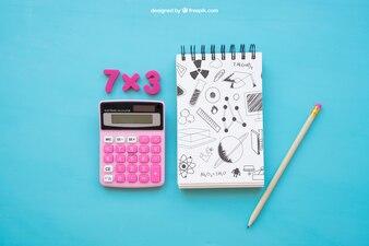 Composition de retour à l'école avec bloc-notes et calculatrice
