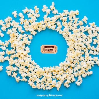 Biglietto del cinema e popcorn