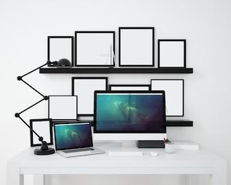 Computer e cornici sfilano