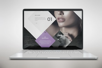 Computer portatile implora la vista frontale
