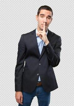 Uomo d'affari serio con il gesto di silenzio