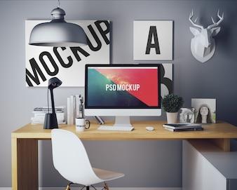 Computer auf hölzernen Schreibtisch mock up