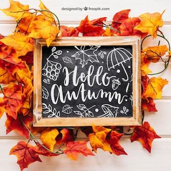Herbst Mockup mit Schiefer auf Blättern