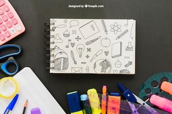 Unordentlicher Schüler-Schreibtisch