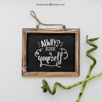 Zitat auf Tafel mit Bambus
