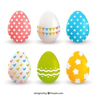 Assortiment de six oeufs réalistes pour le jour de Pâques