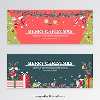 Bannières noël plat avec des cadeaux et des arbres