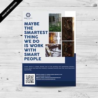 Brochure commerciale bleue et blanche avec espace pour photos