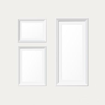Cadres de papier blanc sur le mur blanc