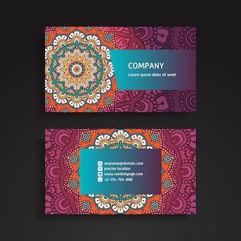 Carte de visite. Éléments décoratifs vintage. Cartes de visite floral ornementales ou invitation avec mandala