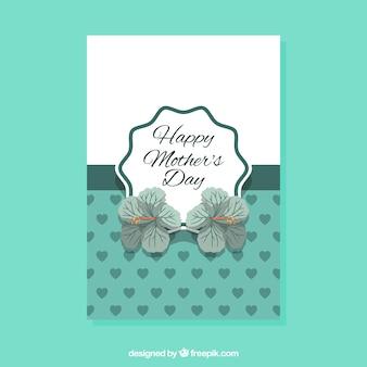 Carte de voeux avec des fleurs et des coeurs pour la fête des mères