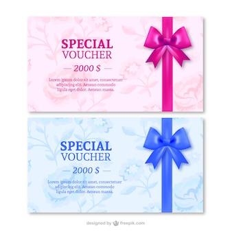 Cartes-cadeaux avec des rubans spéciaux