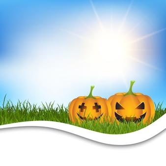 Citrouilles d'Halloween dans l'herbe