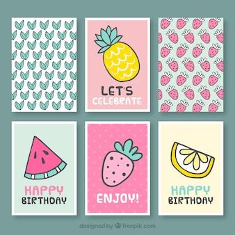 Collection de belle carte d'anniversaire avec des fruits