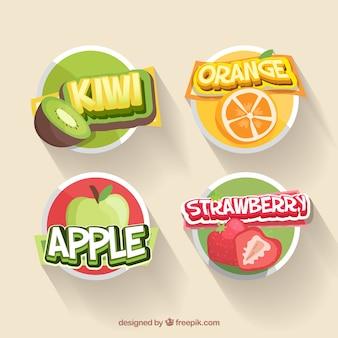 Collection de quatre autocollants de fruits dans un design plat