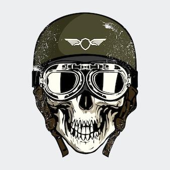 Crâne avec casque militaire
