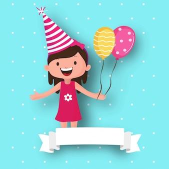 Cute girl portant un chapeau de fête et tenant des ballons.