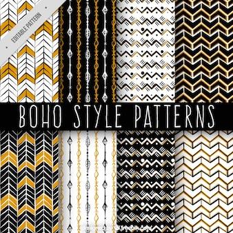 Décoratifs motifs dessinés main dans le style boho
