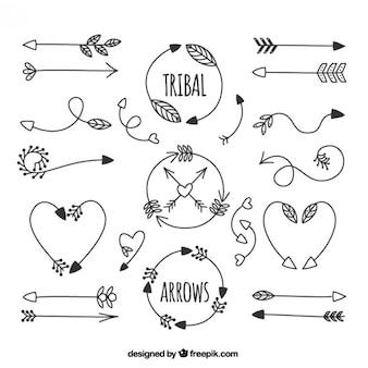 Dessinés à la main flèches tribales