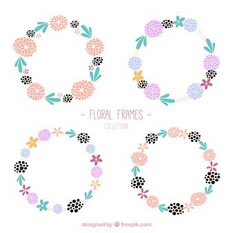 Dessinés à la main mignon quatre fleurs couronnes