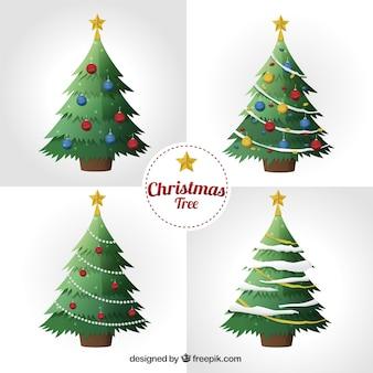Ensemble de quatre arbres de Noël avec des ornements réalistes